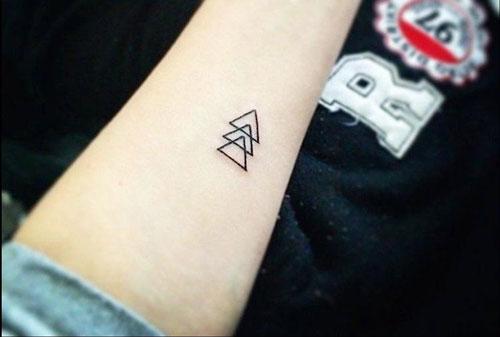 Tatuajes pequeños para mujeres triángulos